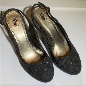 Fioni Slingback - Closed Toe Heels